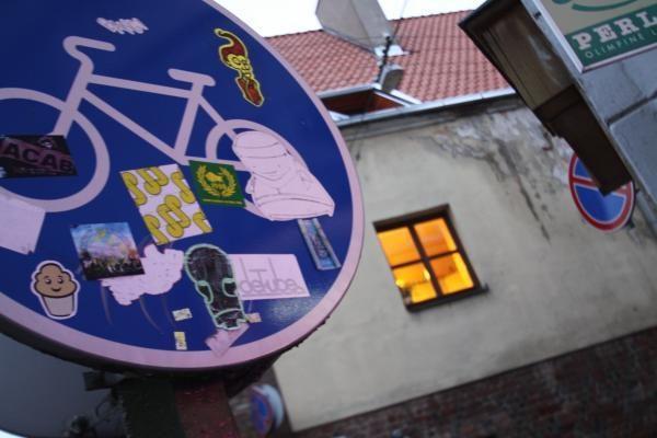 Serbai kelio ženklus naudoja vietoj kepsninių