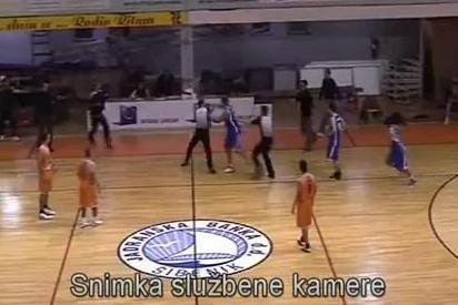 Kroatijoje krepšininkas rungtynių metu primušė teisėją