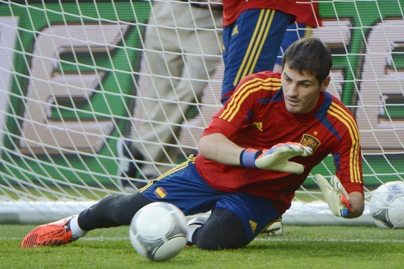Mažieji aistruoliai į futbolo aikštę svajoja lydėti I.Casillasą