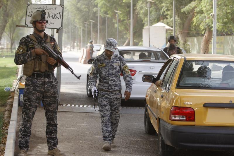 Iranas žvangina ginklais: grasina sunaikinti JAV bazes, smogti žydams