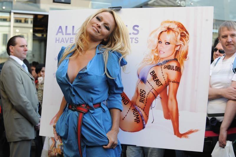 Pamela Anderson įkūrė savo NASCAR lenktynių komandą