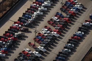 JAV automobilių gamintojai griebiasi šiaudo