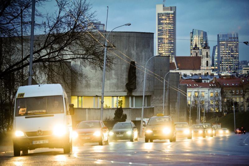 Kelininkai įspėja apie pavojų:  keliuose - plikledis