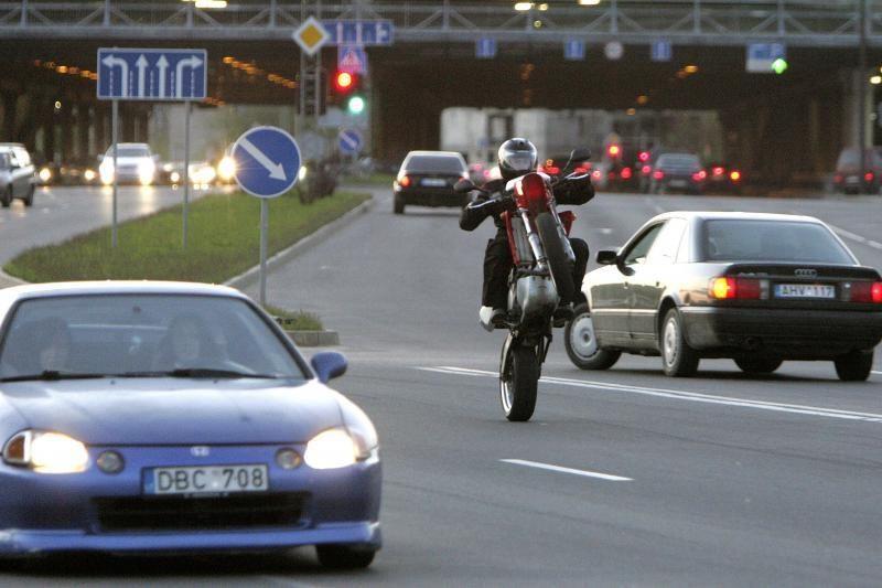 Per avariją Kaune susižalojo motociklininkas ir keleivė