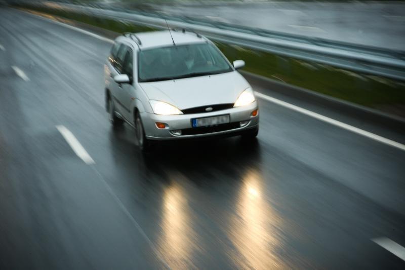 Stipriai svyruojant paros temperatūrai keliai tampa pavojingi