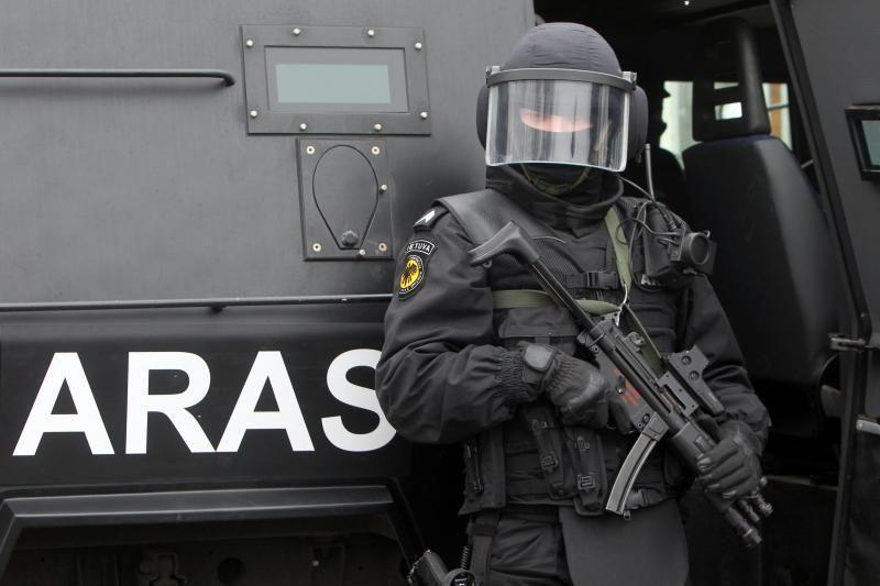 Vilniečiui už juokus apie bombą automobilyje - areštinės gultas