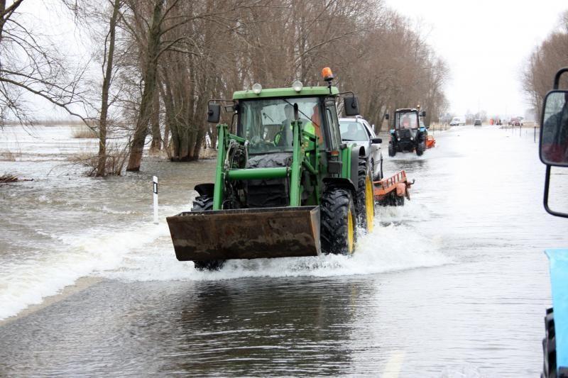 Kelyje Šilutė-Rusnė vanduo nuslūgo iki 70 centimetrų