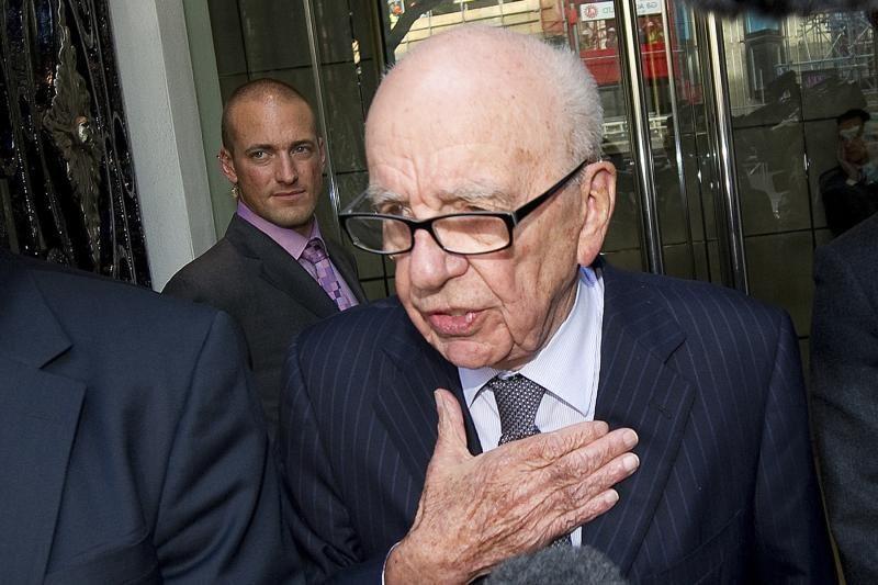 """R.Murdocho laikraštis """"The Sun"""" skundžiasi dėl """"raganų medžioklės"""""""
