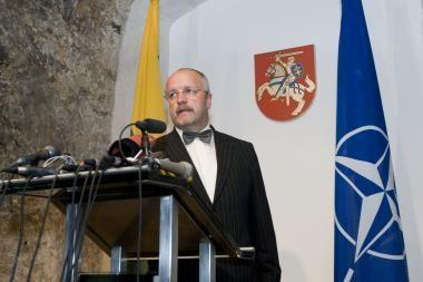J.Olekas neigia žinias apie sužeistą karį