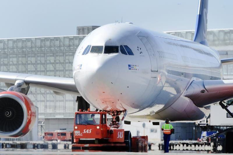 Vokietijos Kelno-Bonos oro uoste evakuoti lėktuvo keleiviai