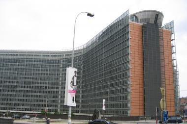EK siūlo Baltijos šalyse statyti vieną suskystintų gamtinių dujų terminalą