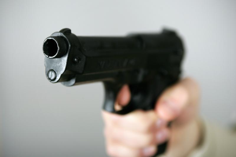 Jonavoje vyras pistoletu grasino buvusiai sugyventinei