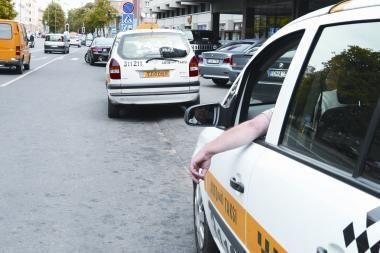 Klaipėdoje klientai smaugė ir apiplėšė taksistą
