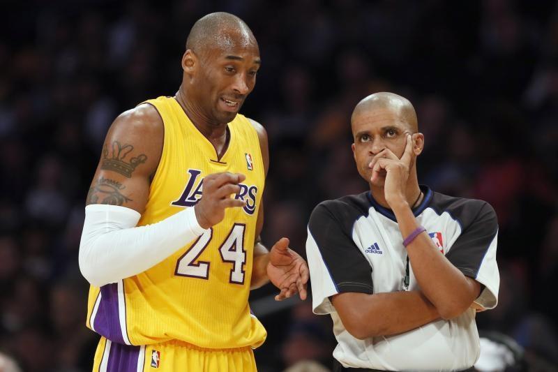 """NBA verslas: teisėjai padeda """"Lakers"""" brautis į atkrintamąsias?"""