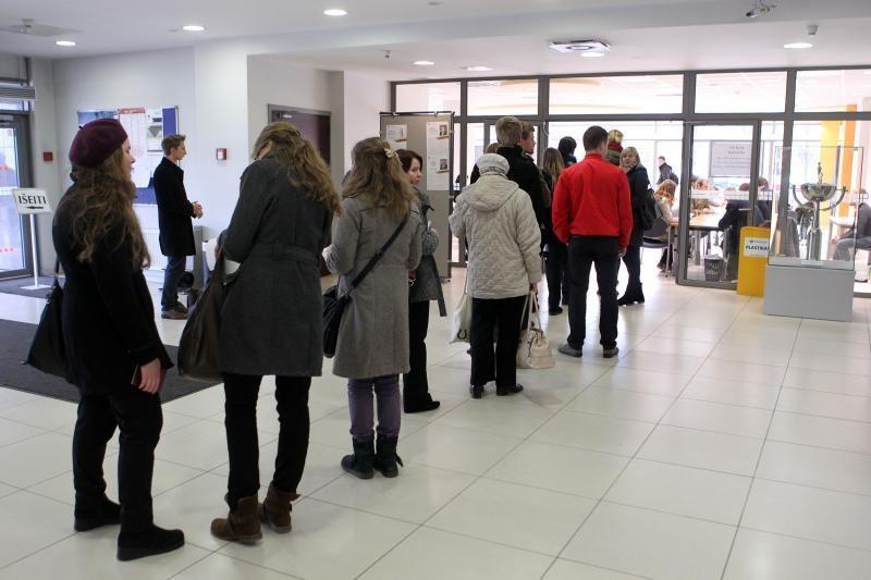 Kiek laiko reikia stovėti eilėje be eilės, jei norite naujo paso?