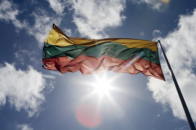 Lietuviai: reikia pasikliauti NATO ir patiems rūpintis šalies gynyba