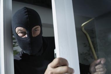 Užpuolikas į aukos namus Klaipėdos rajone įsibrovė per rūsio langą