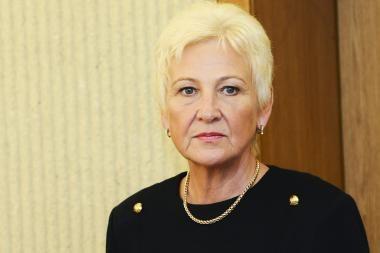 Seimo pirmininkė sako nebeturinti vilties atstatydinti jos pasitikėjimą praradusį K.Komskį