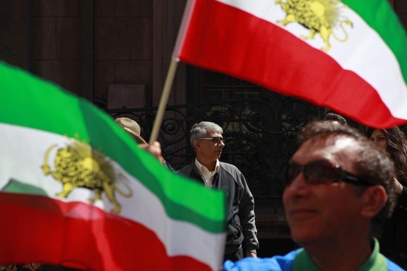 """Iranas išbandė Persijos įlankoje naują raketą """"žemė jūra"""""""