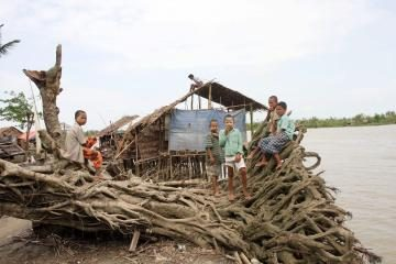 Mianmaro chunta kritikuoja užsienio pagalbą
