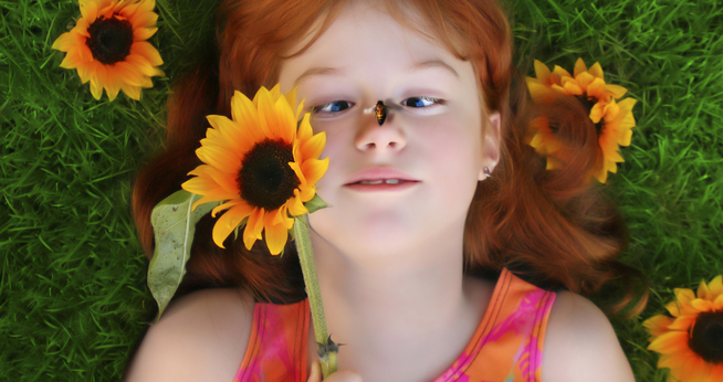 """Gėlės su bitėmis """"bendrauja"""" elektriniu lauku"""