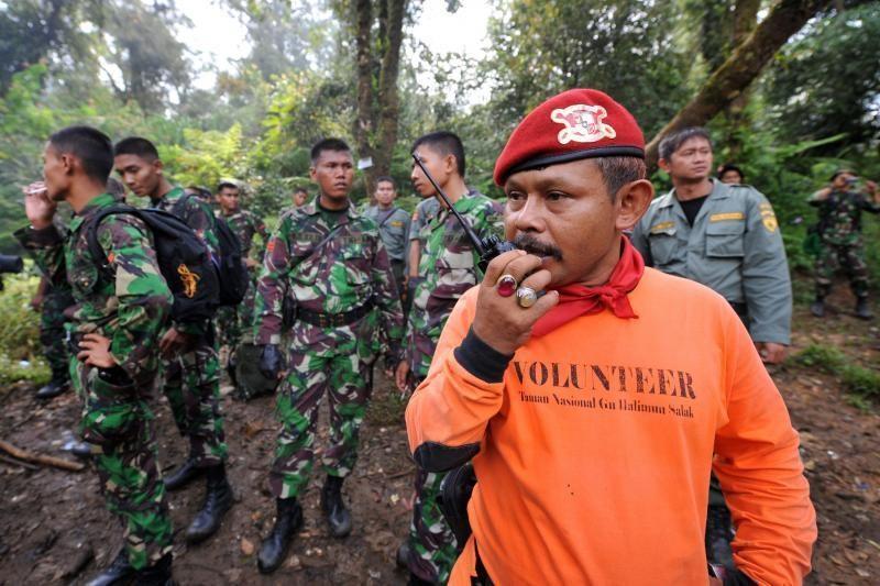 Indonezijoje sudužus lėktuvui likusių gyvų žmonių kol kas nerasta