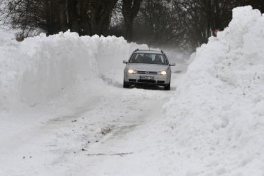 Sniegas kelia sumaištį visoje Europoje