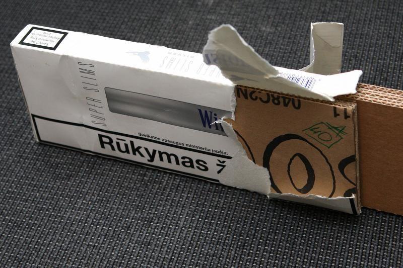 Muitininkai traukinio lubose rado kontrabandinių cigarečių