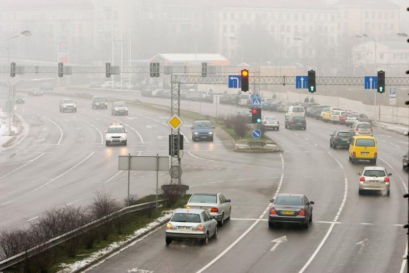 Kelininkai: eismo sąlygas sunkina rūkas