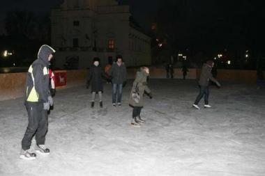 Rotušės aikštėje atidaryta žiemos mugė ir čiuožykla (papildyta)