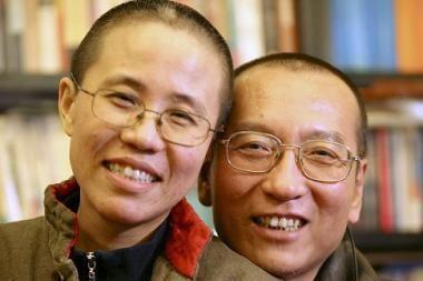 Nobelio taikos premiją pelniusio disidento žmona protestuoja dėl