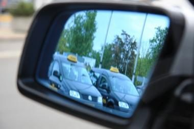 Kova su nesąžiningais taksistais oro uoste: atsiras fiksuotas taksi mokestis