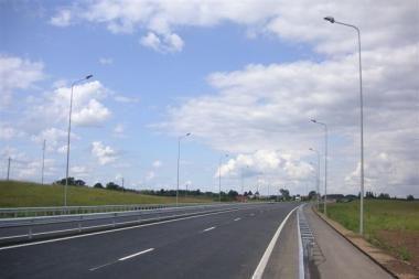 """Kelyje Vilnius–Utena – cementbetonio """"tramplynų"""" grėsmė"""
