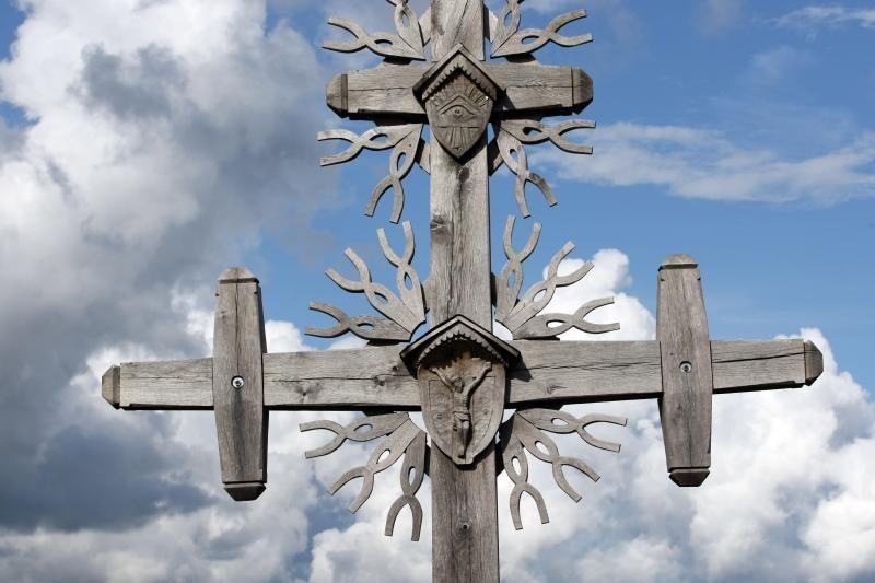 Sekmadienį Zarasų kapinėse siautėjo vandalai