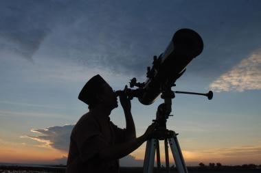 Astronomijos prioritetai: egzo-žemių paieška ir tamsiosios energijos tyrimai