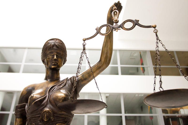 Teismas sušvelnino bausmes Šiaulių vaistininkės žudikams