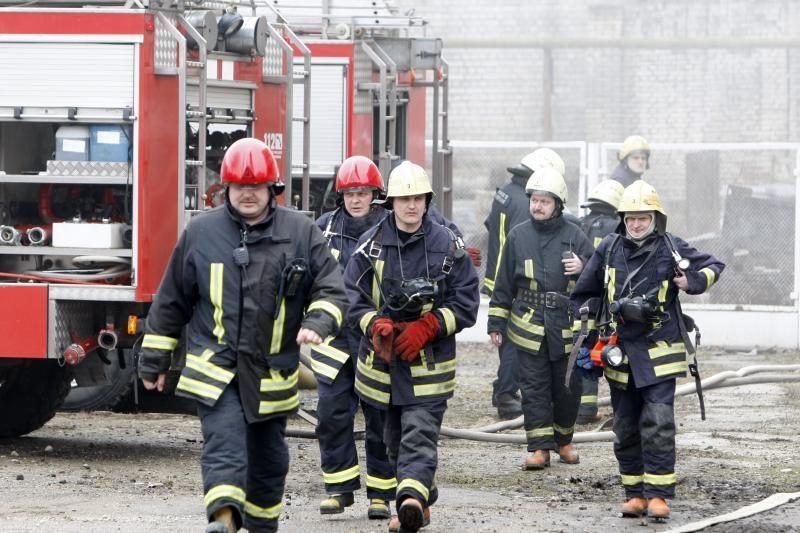 Per gaisrą Vilniaus rajone sprogo dujų balionas, apdegė vyras