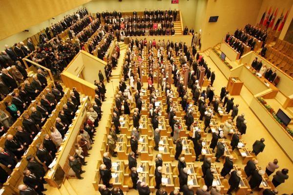 Opozicija bandys suvaldyti valdančiųjų smalsumą