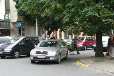 Vidurdienį miesto centre susidūrė du lengvieji automobiliai (papildyta)