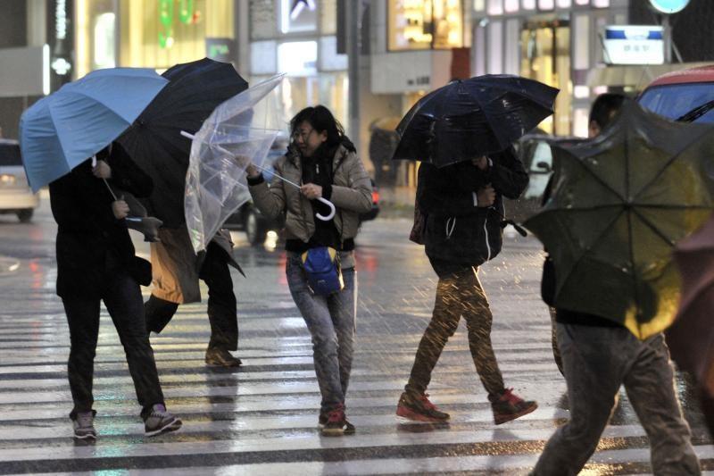 Japonijoje per didžiulę audrą žuvo keturi žmonės