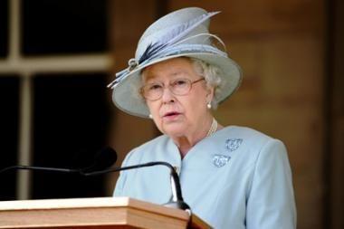 Britanijos karalienė atšaukė kalėdinį vakarėlį rūmuose