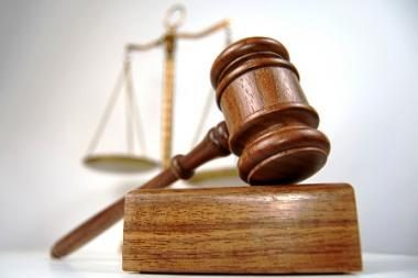 Dar vienam teisėjui leista papildomai išduoti sankcijas slapta sekti ir klausytis pokalbių