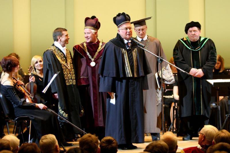 Universitetų rektorių konferencijoje akibrokštas studentams