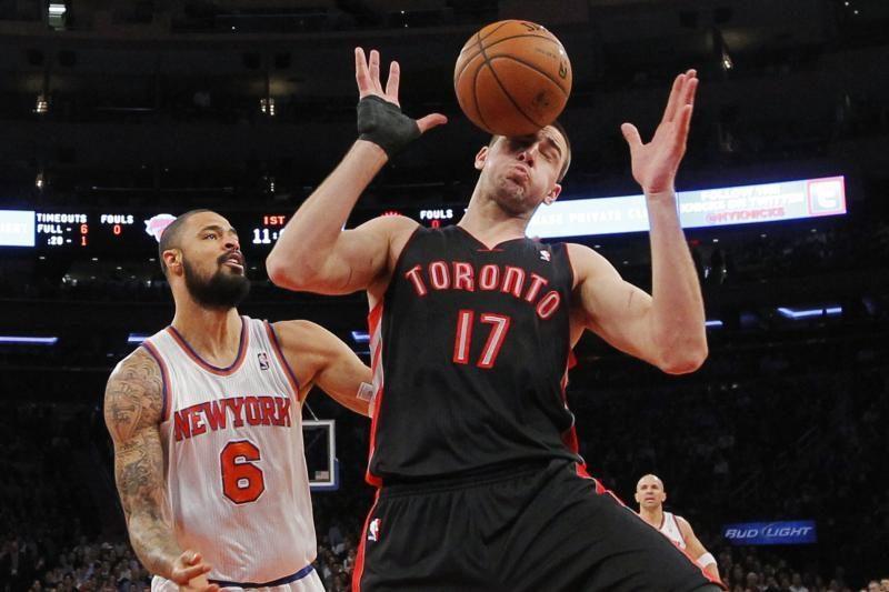 """Valančiūnas pagirtinai kovojo dėl kamuolių, """"Raptors"""" patiesė """"Knicks"""""""