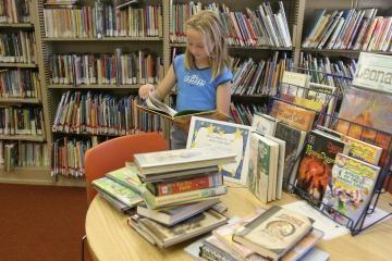 Bibliotekos kviečia vaikus atostogauti su knyga