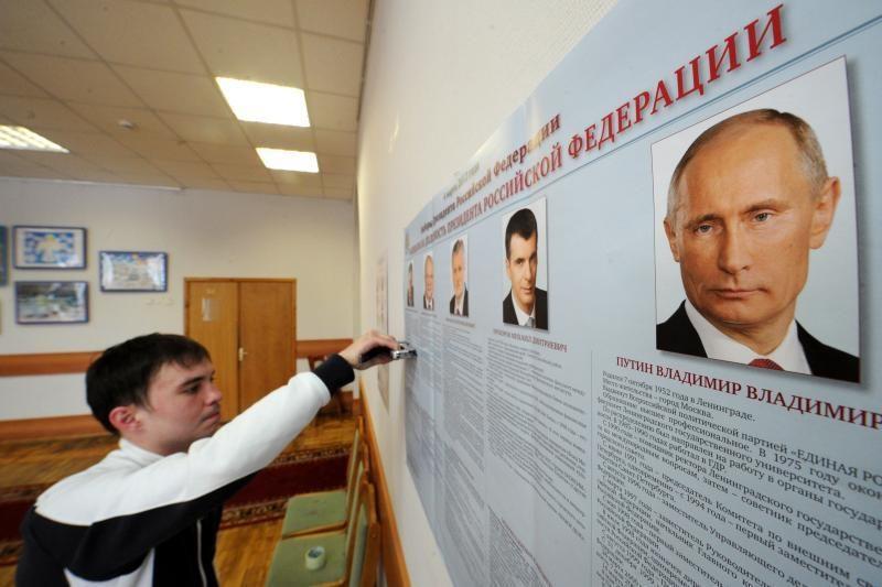 Rusijoje ruošiamasi premjero Putino grįžimui į Kremlių