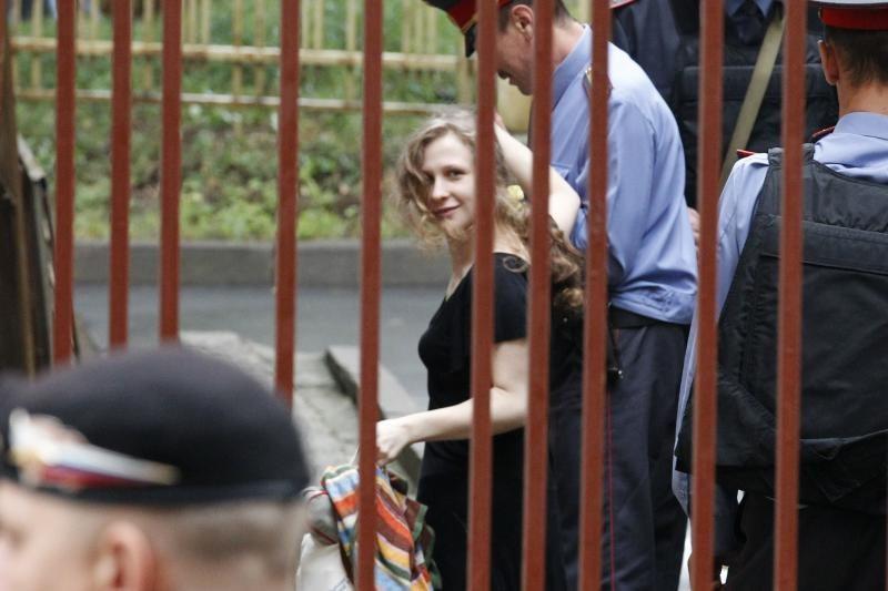 """Maskvos teismas """"Pussy Riot"""" apeliaciją atidėjo iki spalio 10 dienos"""