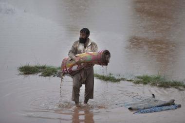 Potvynių kamuojamą Pakistaną apėmė pyktis ir neviltis