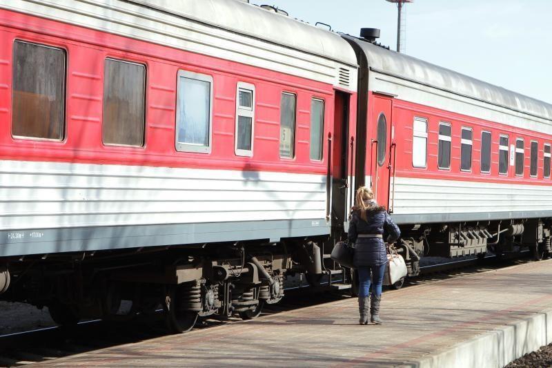 Traukinyje sumušta ir  apiplėšta moteris