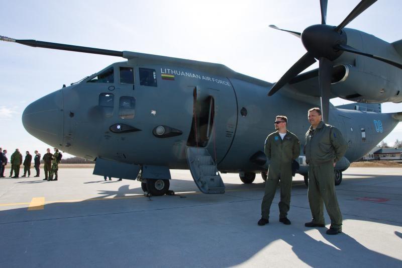 Aviacijos bazėje Šiauliuose lankysis Danijos gynybos ministras